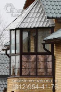 13 Остекление балкона в загородном доме