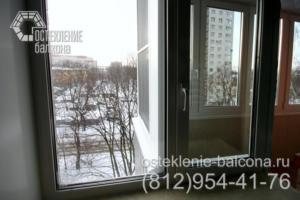 25 Теплое остекление балкона стыкуется с окном